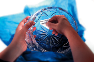 odlepljive-etikete-nalepke-kristal-kozarci-krozniki-darila-embalaza